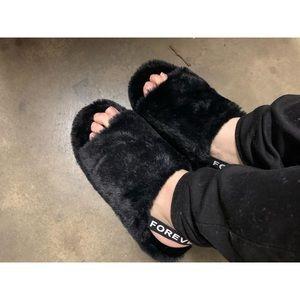 Fuzz Fur Black Sandal Slipper With Strap